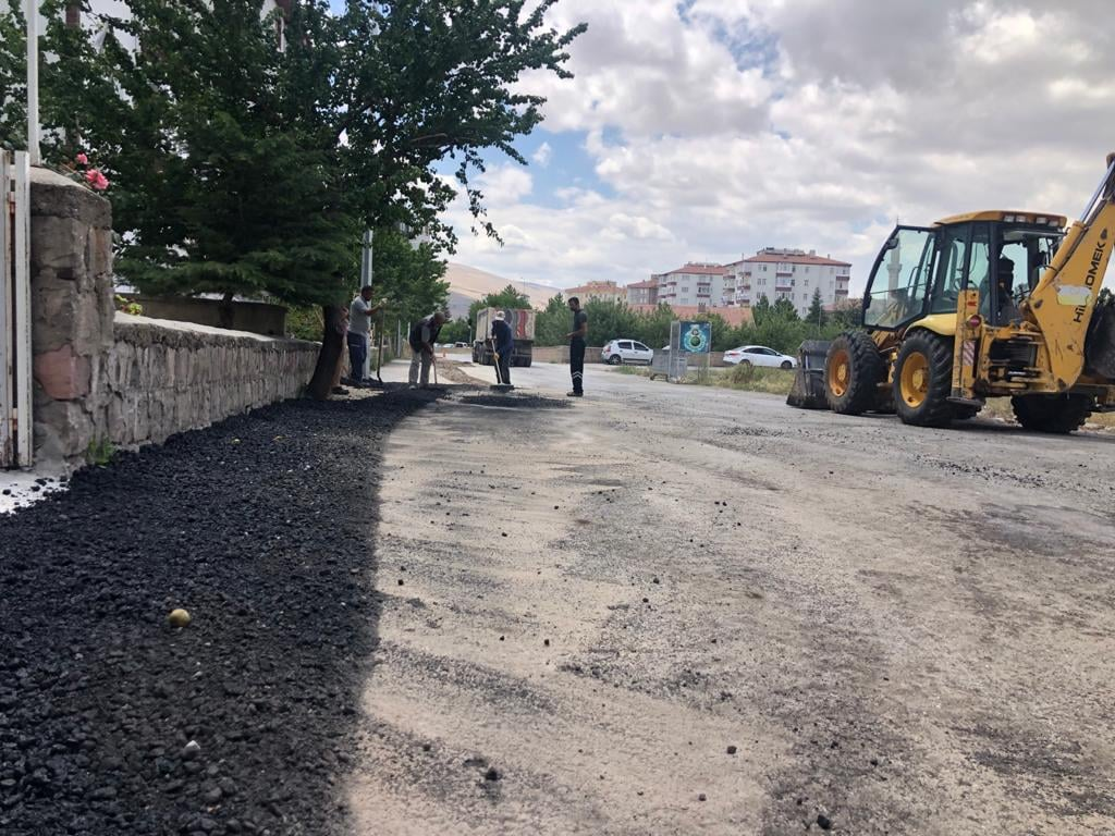 Fen İşleri Müdürlüğümüz asfalt yama bakım onarım çalışmaları yapıyor.