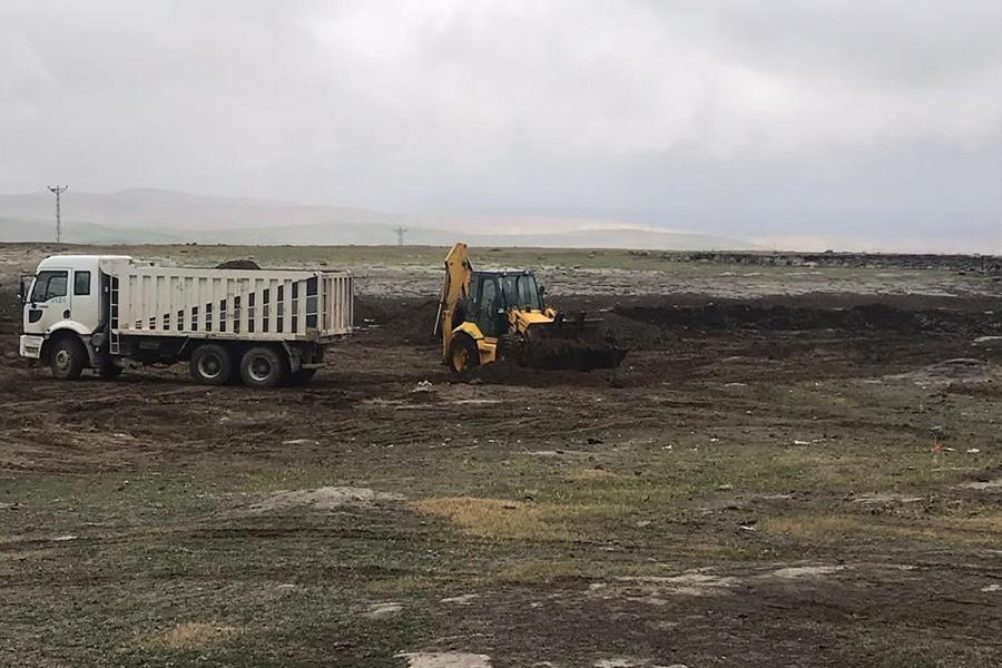 Fen İşleri Müdürlüğü Gölette Temizlik Çalışmalarına Devam Ediyor