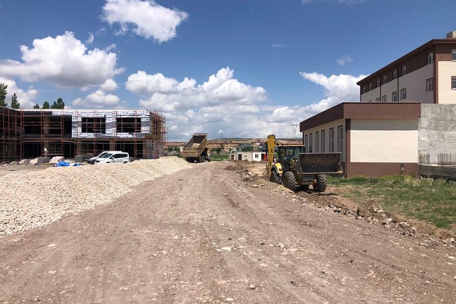 Fen İşleri Müdürlüğü Yeni Devlet Hastanesi ve Ticaret Merkezi Bölgesinde Çalışmalara Devam Ediyor