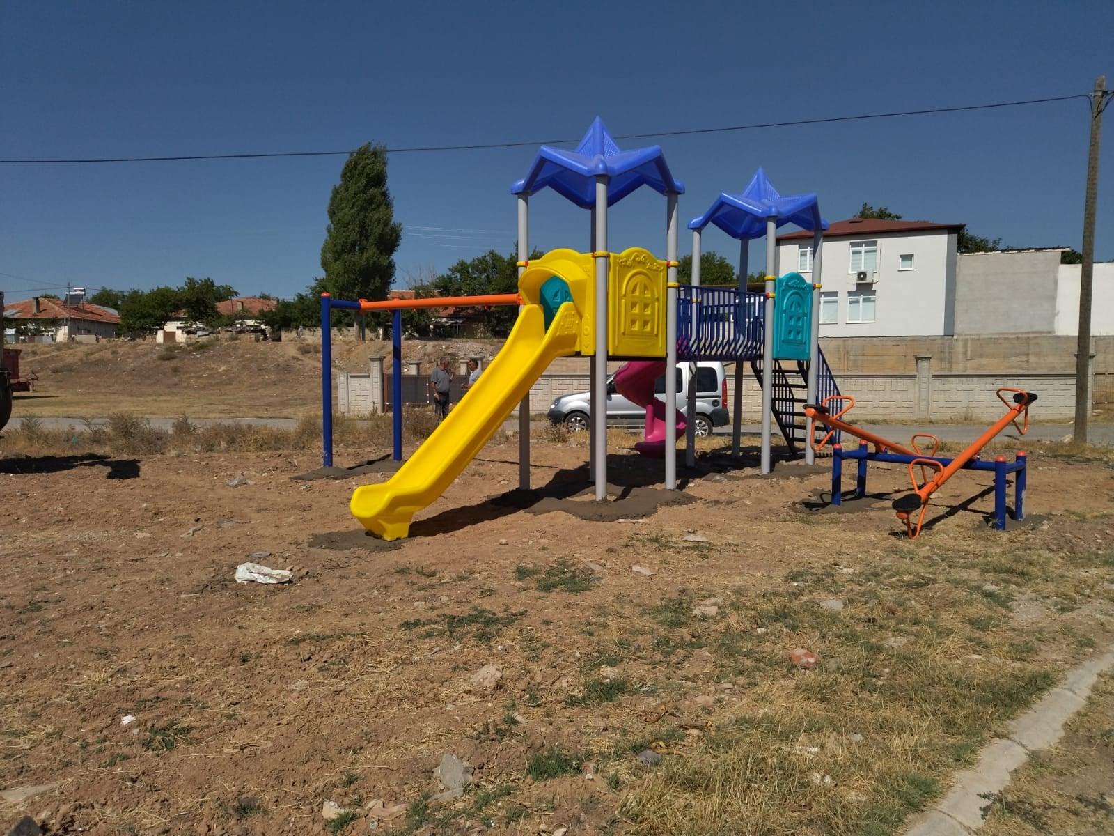 Yeni Süksün, Sağlık ve Akçatı Mahallelerimizde çocuk oyun parkı yapım çalışmaları sürüyor.